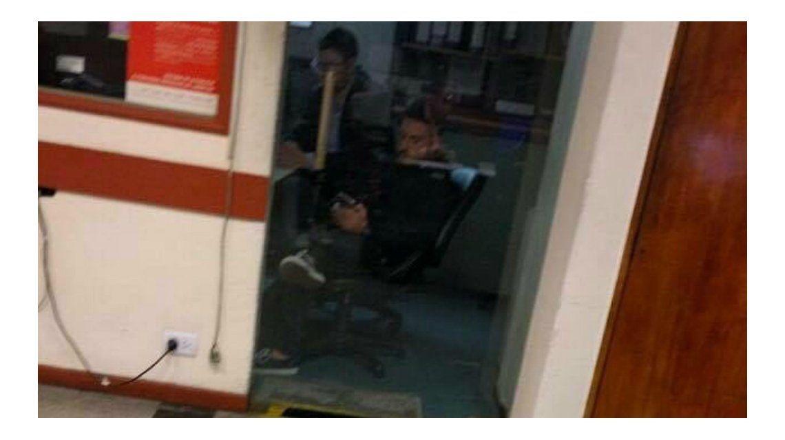 La imagen de Federico Bal en una comisaría: denunciando a Barbie por destrozos