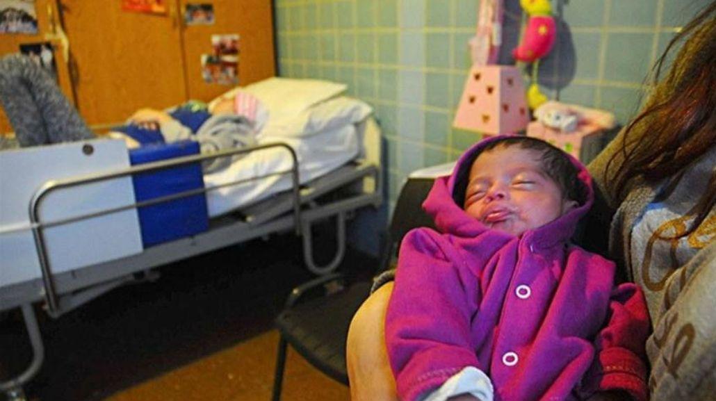 Una joven en estado vegetativo dio a luz a una beba