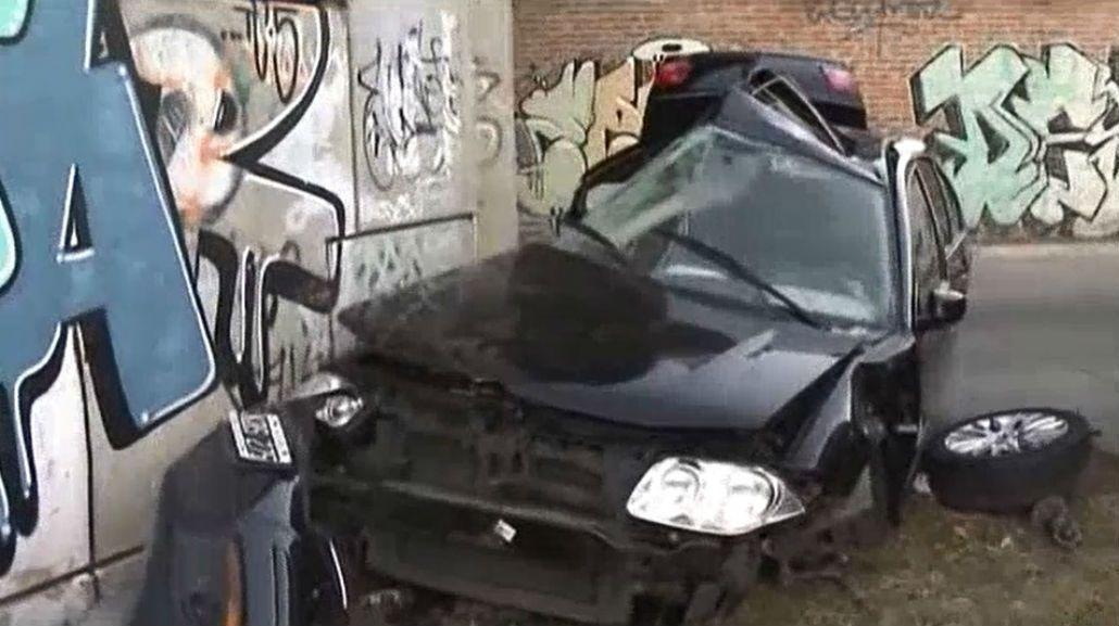 Un auto se estrelló contra un paredón y el conductor murió: creen que corría una picada