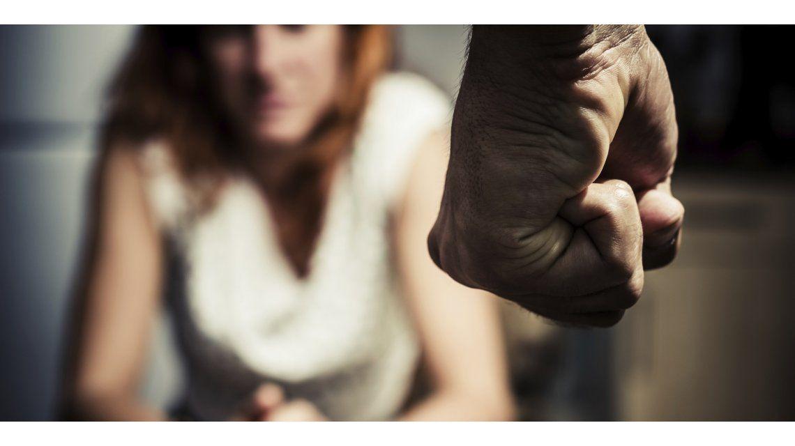 Una mujer pide auxilio por maltrato a través de la tarea escolar de su hijo