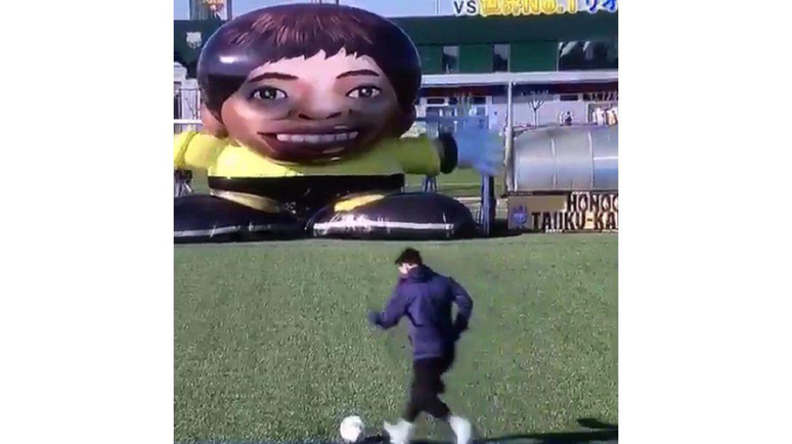 Messi había hecho un gol similar al de la semifinal...¡pero a un muñeco!