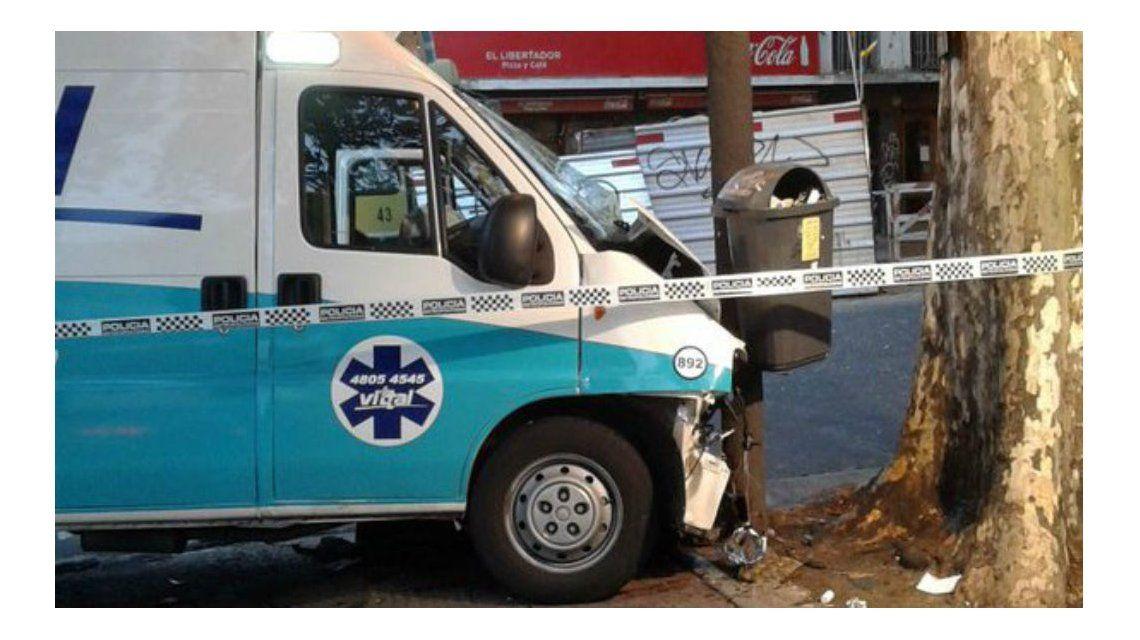 Un colectivo y una ambulancia chocaron en Chacarita: hay cinco heridos