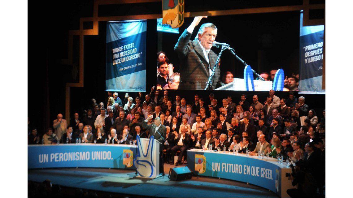 Gioja asumió al frente del PJ y cargó duro contra Macri