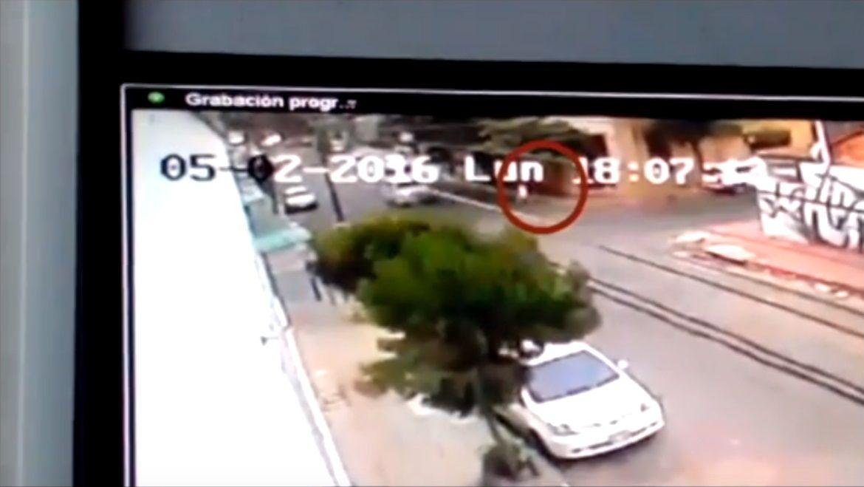 Creyeron que había muerto atropellada, pero un video reveló el verdadero motivo