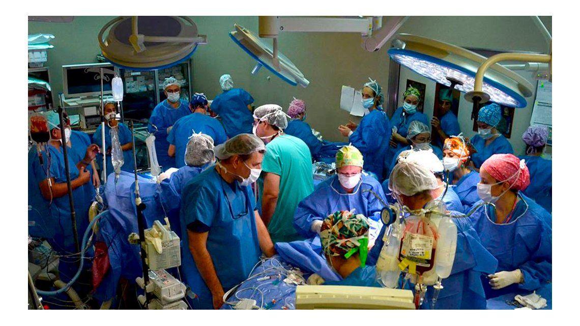 Una de las siamesas separadas en el Hospital Posadas está muy grave