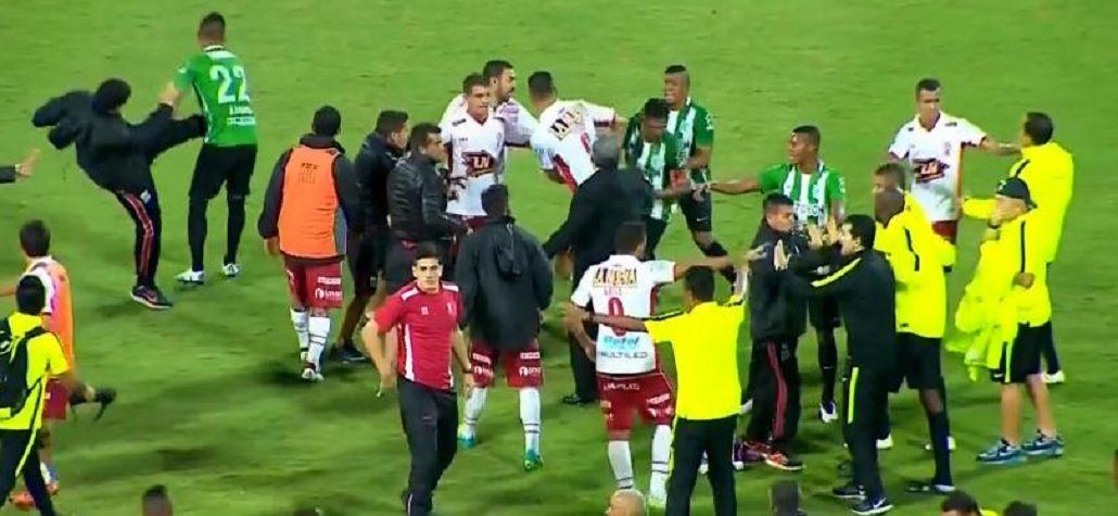 Insultos, piñas y patadas: así se despidió Huracán de la Copa Libertadores
