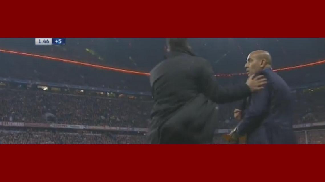 Mirá la reacción de Simeone contra el cuarto árbitro cuando se terminaba el partido