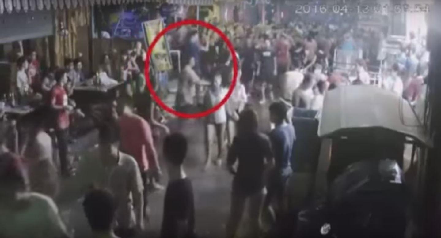 VIDEO: Golpean a una familia británica en Tailandia