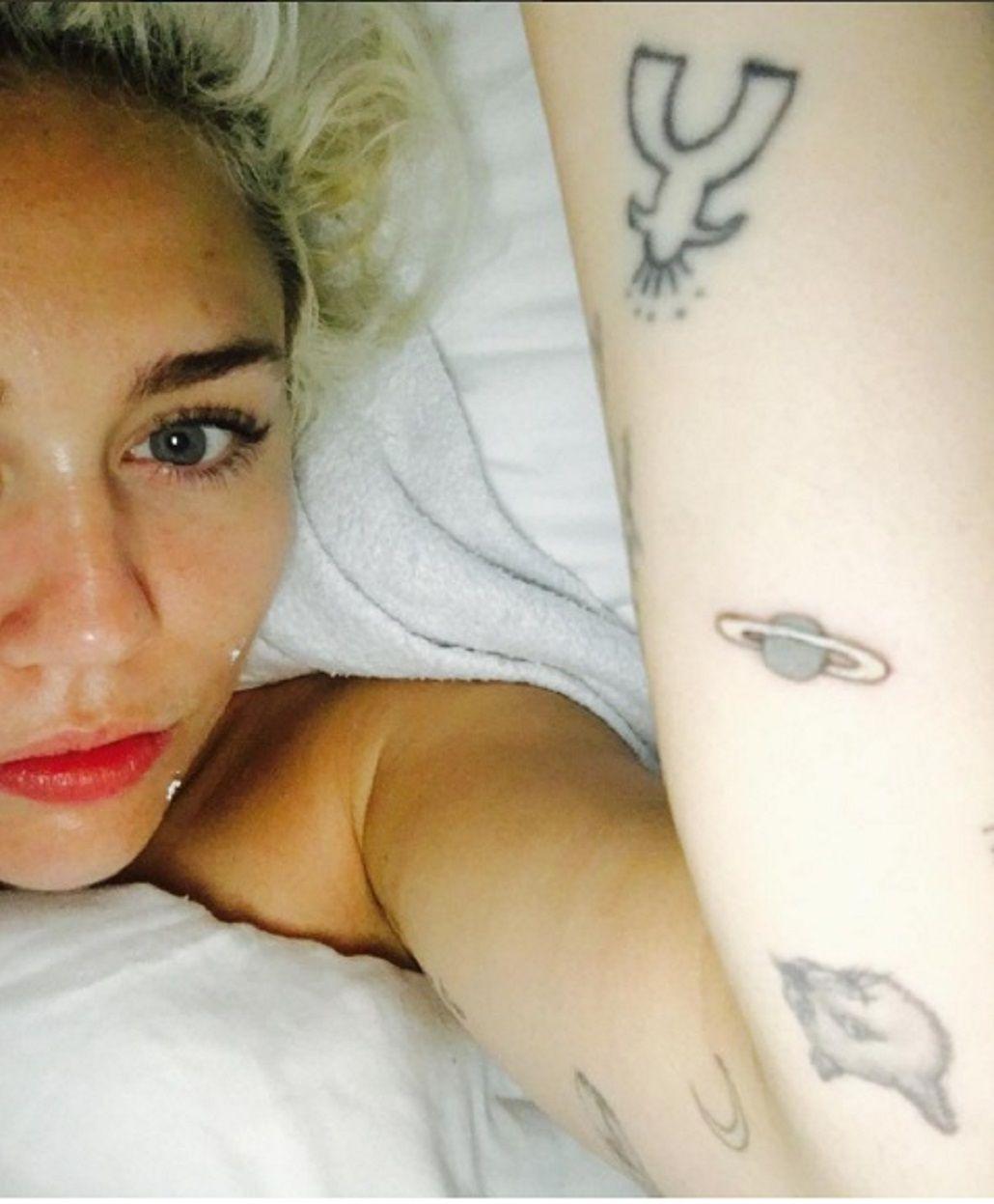 El tremendo error en un tatuaje de Miley Cyrus que se hizo viral