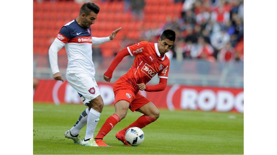 San Lorenzo le ganó un duro partido al Rojo y se mantiene como líder