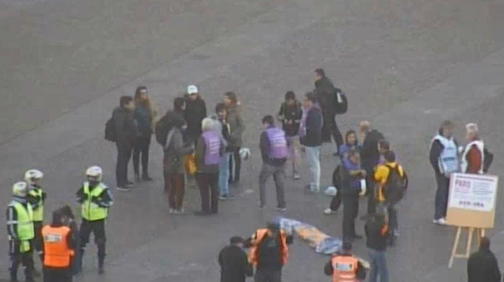 Insólita protesta en el Obelisco: docentes universitarios jugaron un picadito
