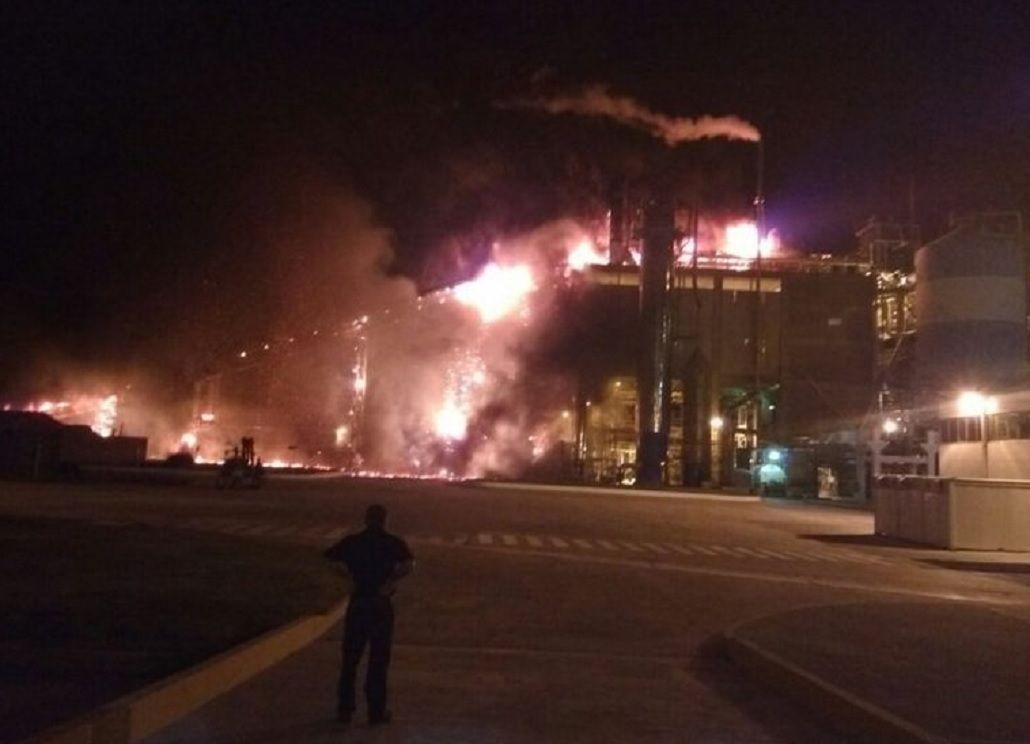 Feroz incendio en la planta de celulosa de Capitán Bermúdez
