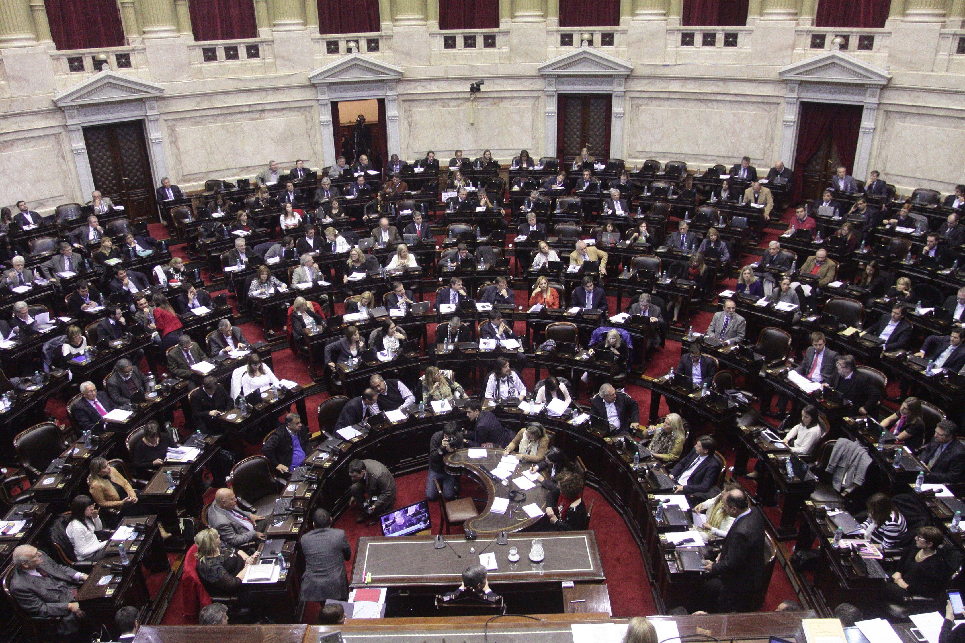 Cruce en Diputados por iniciativa para repudiar el golpe institucional en Brasil