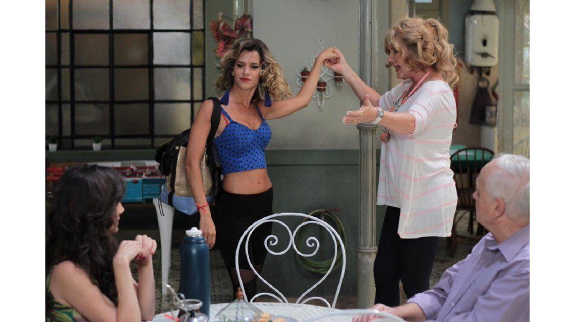 Violeta Urtizberea es una atrevida cordobesa en Educando a Nina