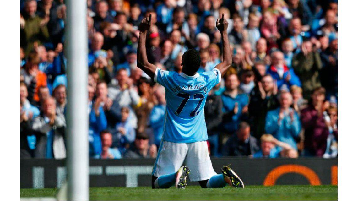 Agüero marcó un gol de penal en el aplastante triunfo del City