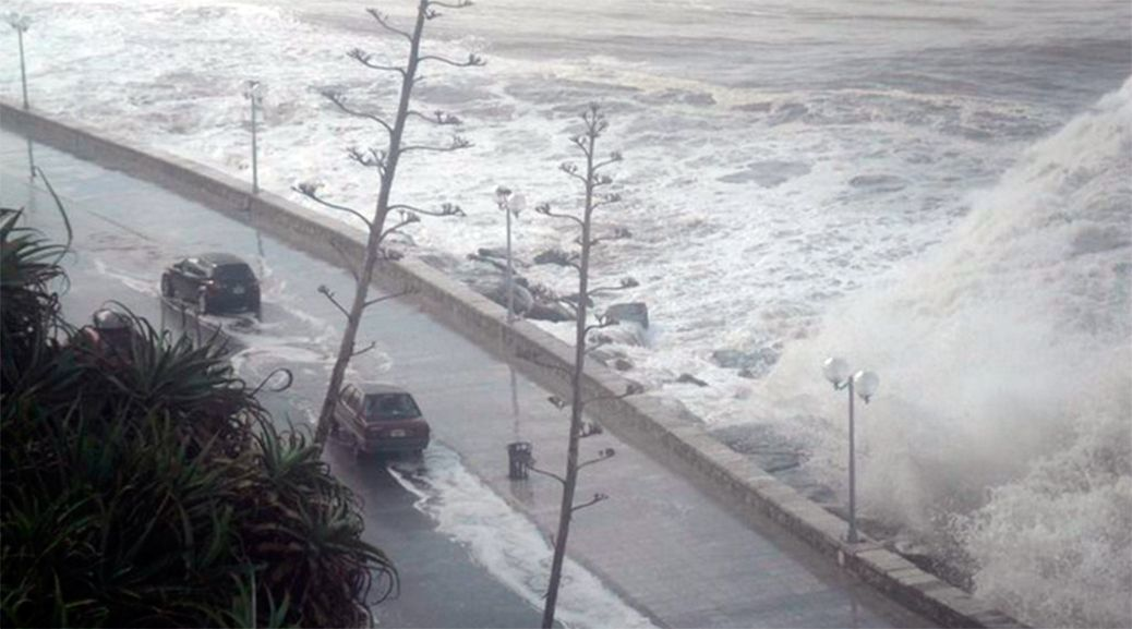 Cortan varios sectores de la costa marplatense: esperan olas de tres metros