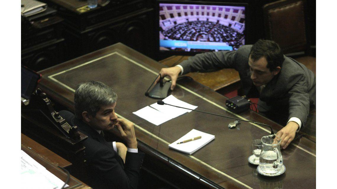 Peña reconoció reunión por dólar futuro, pero ratificó a Quintana