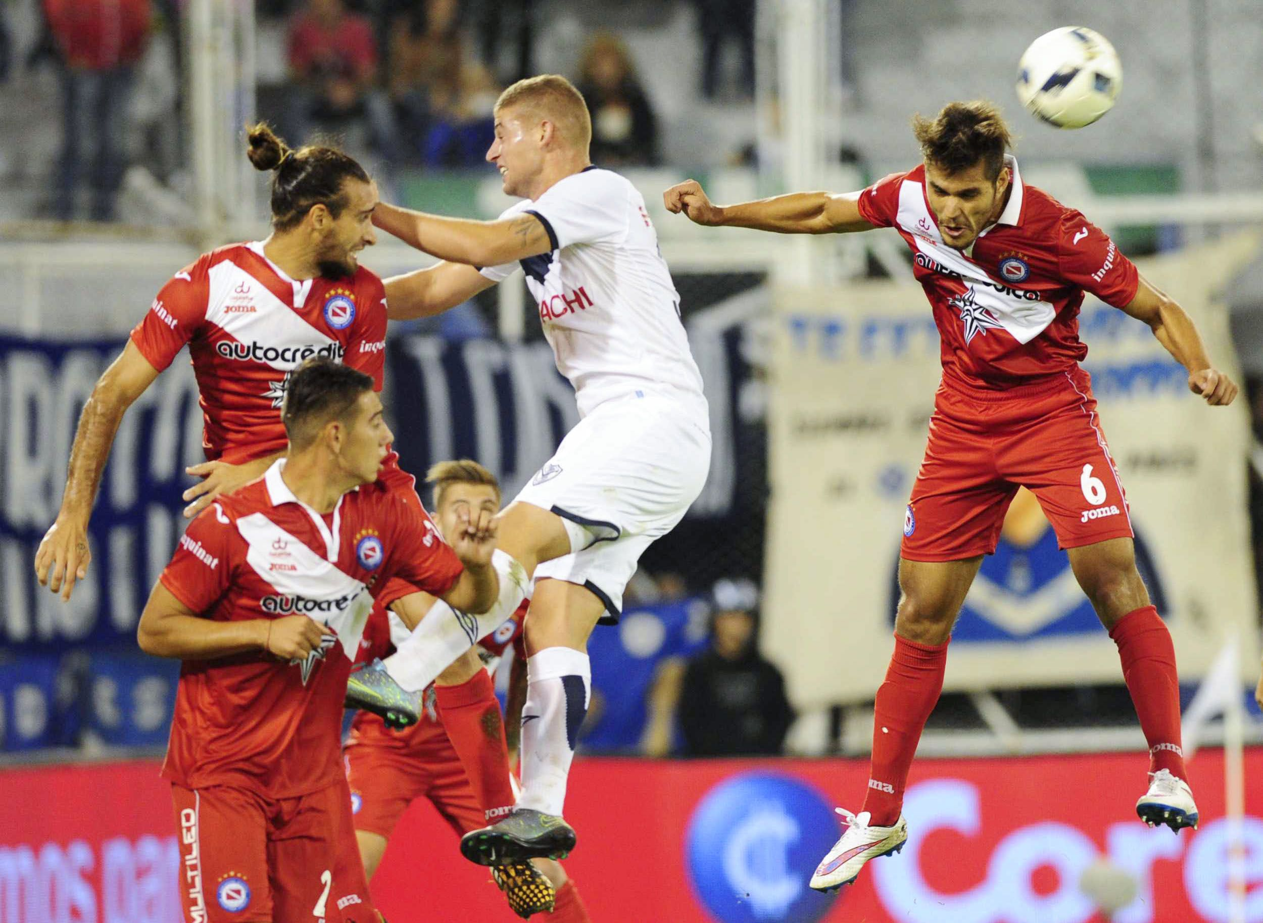 Sobre el final, Vélez se llevó el triunfo en el derby ante Argentinos
