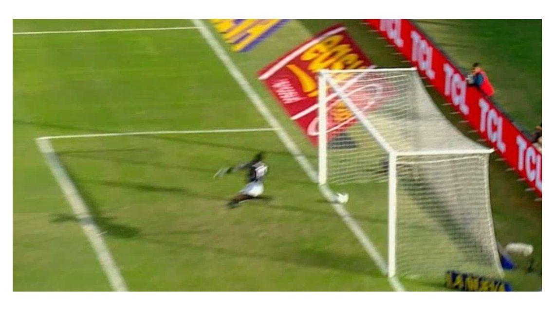 ¿Fue gol de Huracán o no? Mirá la primera polémica en el Bajo Flores