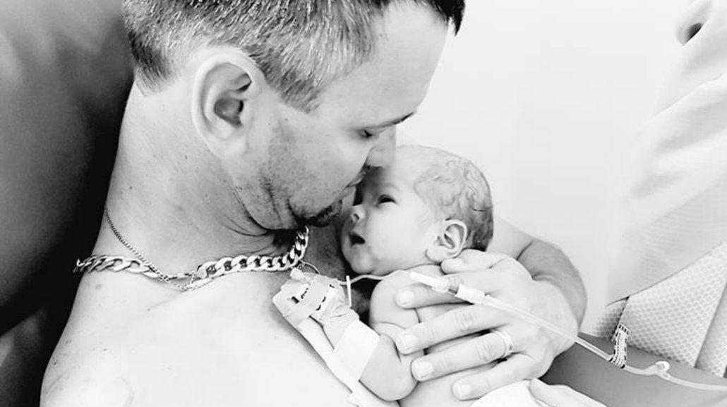La foto de este padre primerizo que se viralizó por un motivo demasiado triste
