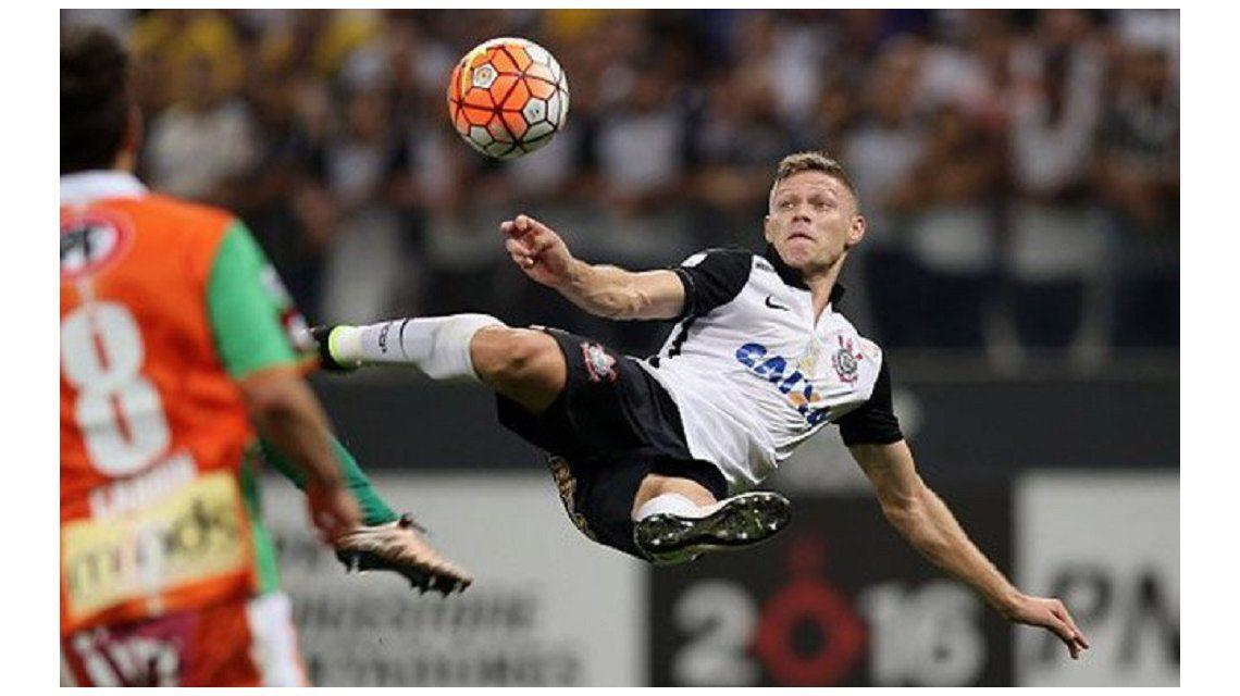 ¡Soberbio! Corinthians hizo el mejor gol de la Copa ante Cobresal
