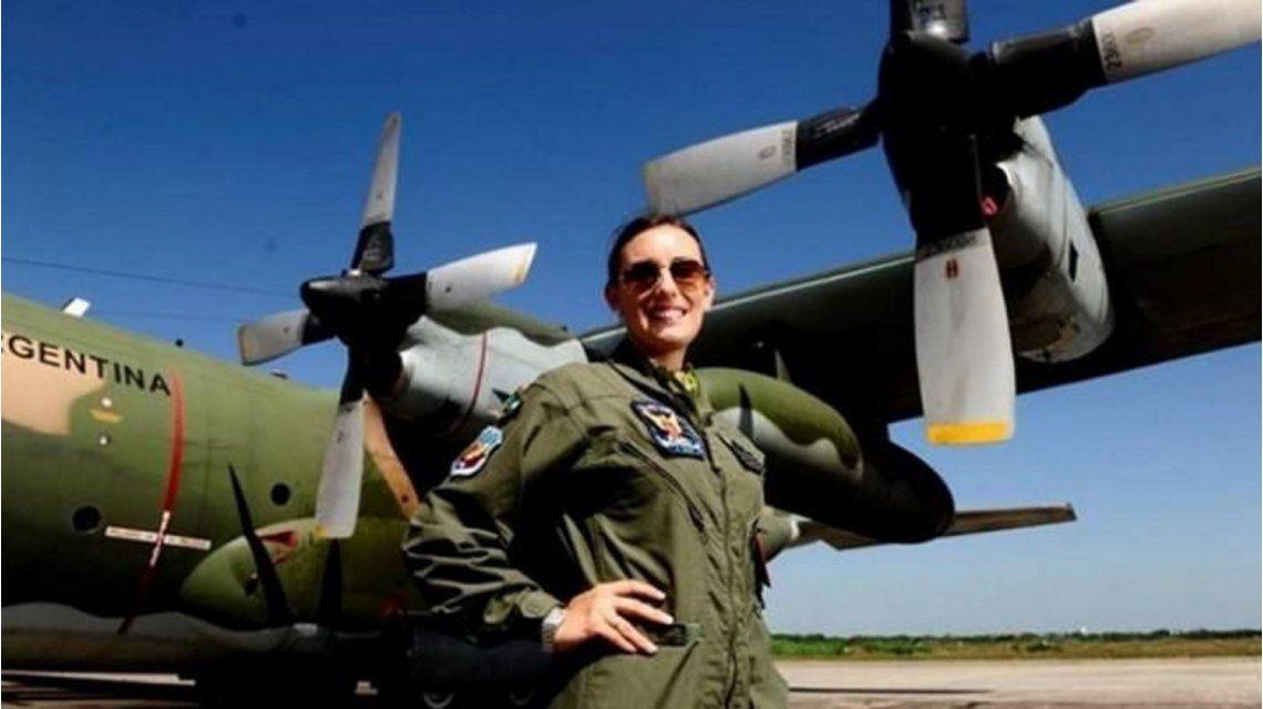 Por los aires: la mujer argentina que pilotea un Hércules