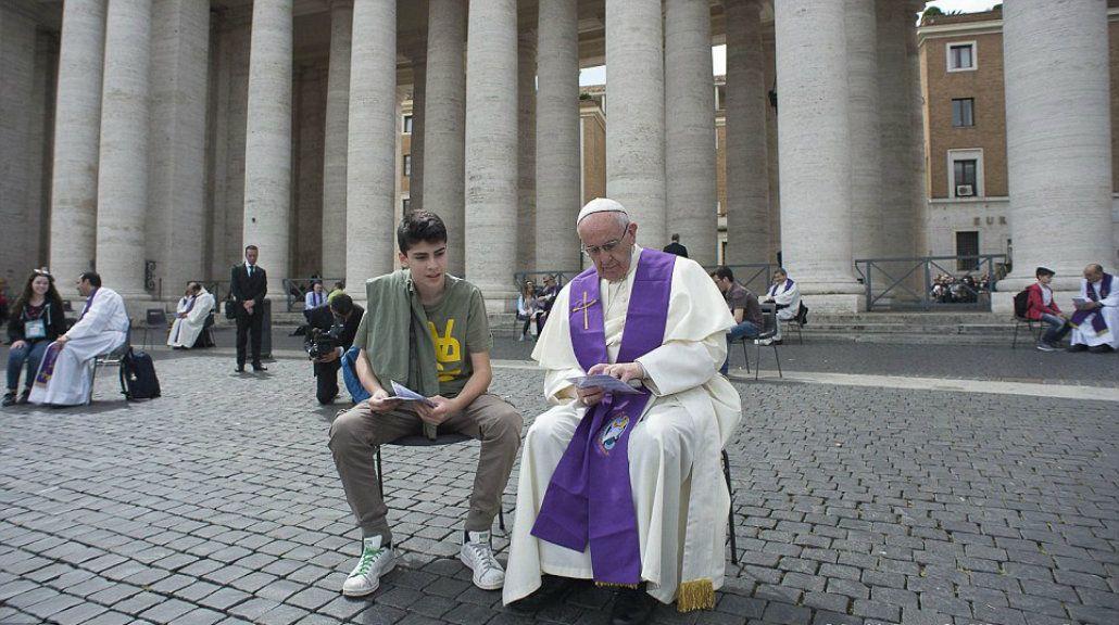Francisco participó del confesionario más grande del mundo con adolescentes