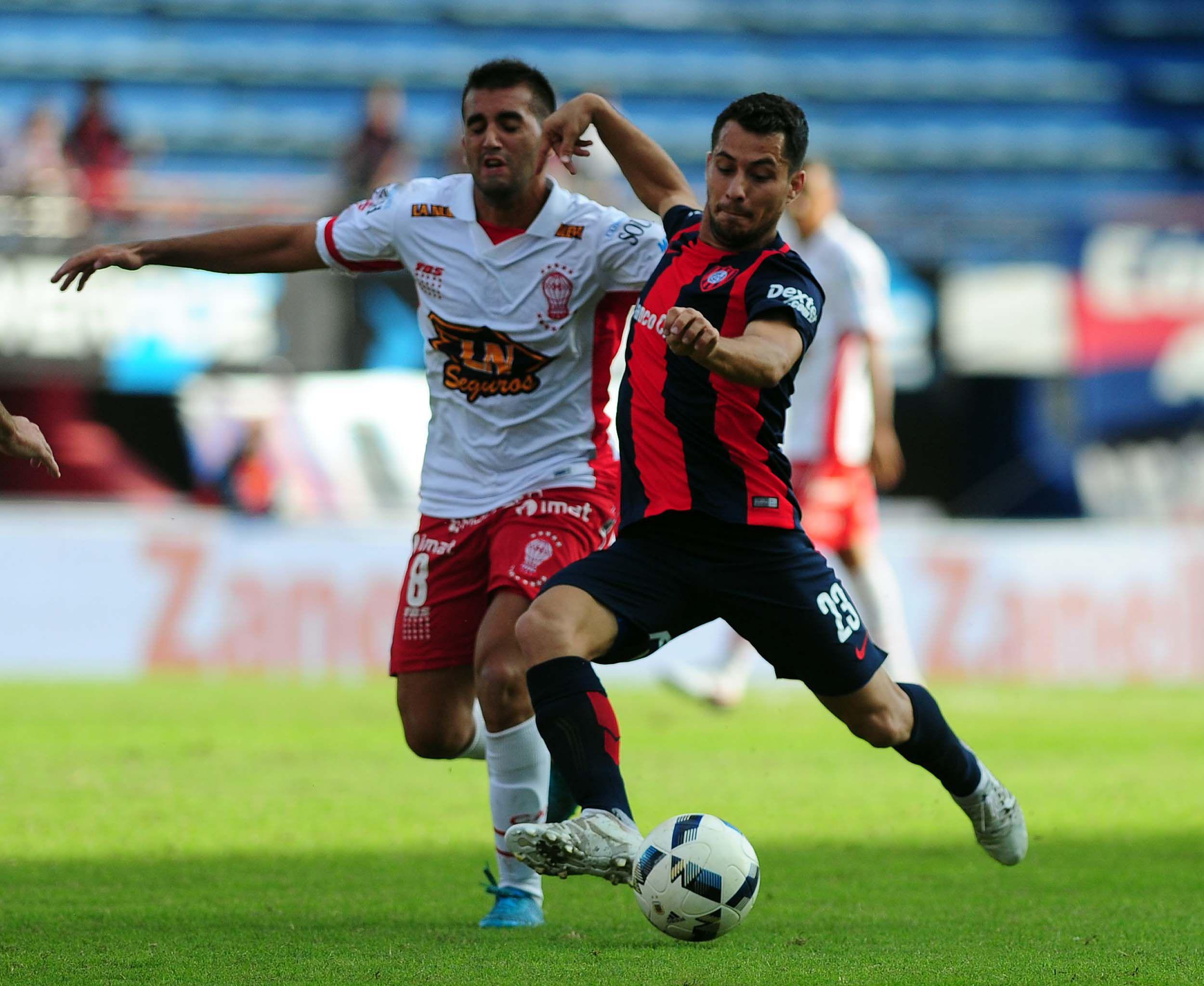 San Lorenzo sufrió pero le ganó a Huracán y sigue siendo líder de la zona 1