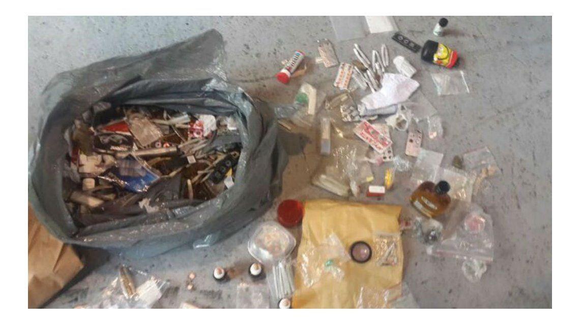 Ésta es la bolsa con drogas que Prefectura ocultó en la Time Warp