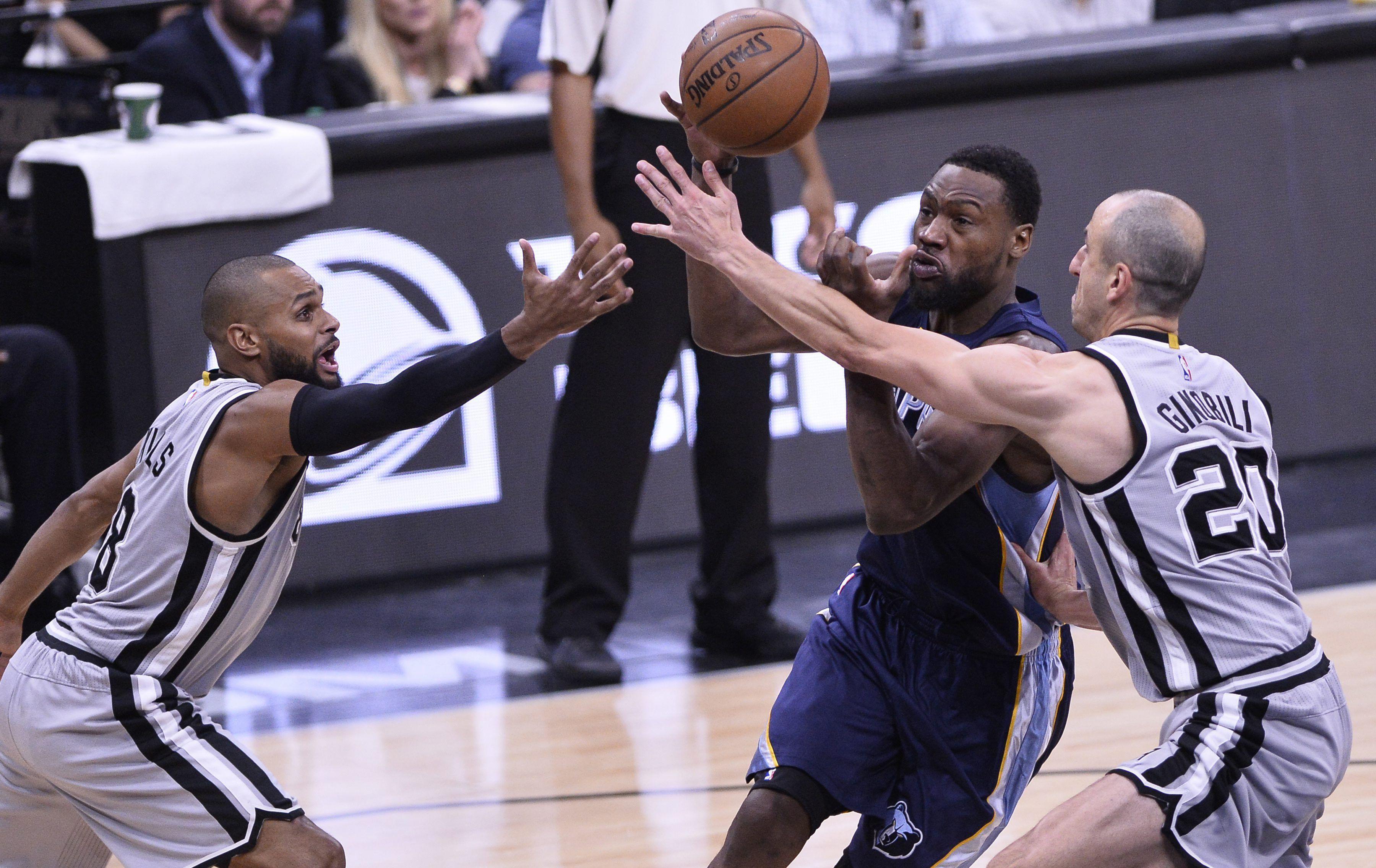 Los Spurs de Ginóbili volvieron a ganar y tienen un pie en semifinales