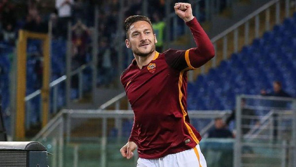 Hasta los 40: Francesco Totti renovó el contrato con la Roma por un nuevo año