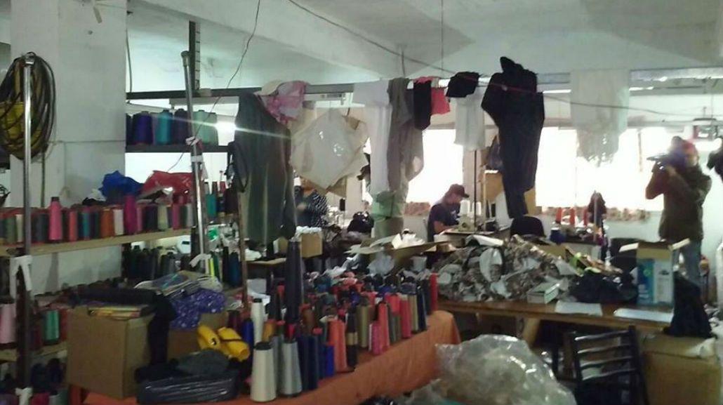 FOTOS: Así era por dentro el taller clandestino allanado en Flores