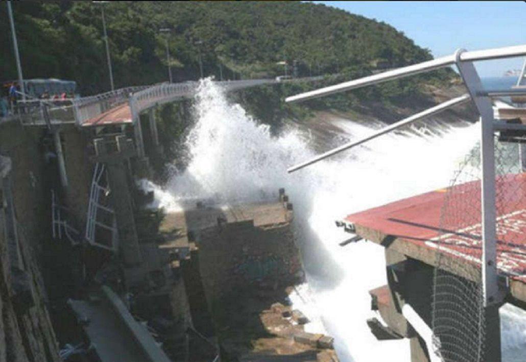 Al menos dos personas murieron tras derrumbarse una bicisenda construida para Río 2016