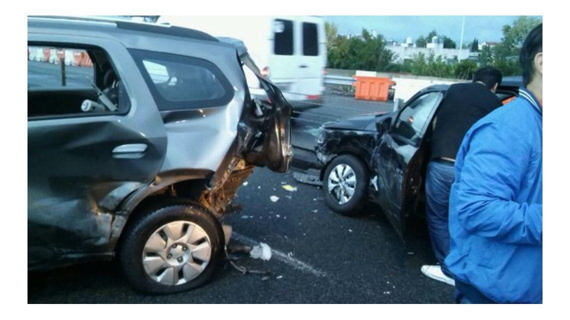 Choque múltiple en la Autopista Buenos Aires- La Plata: 20 autos involucrados