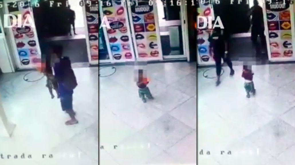 VIDEO: un padre abandona a su hijo en la puerta de un shopping