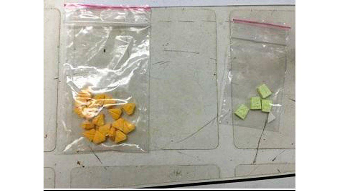 Detuvieron un micro escolar que iba camino a la fiesta con éxtasis, cocaína y otras drogas