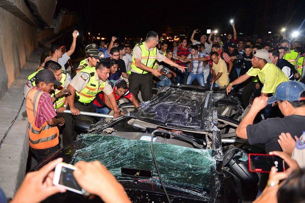 Fuerte terremoto de 7,8 grados sacudió a Ecuador y hay al menos 233 muertos