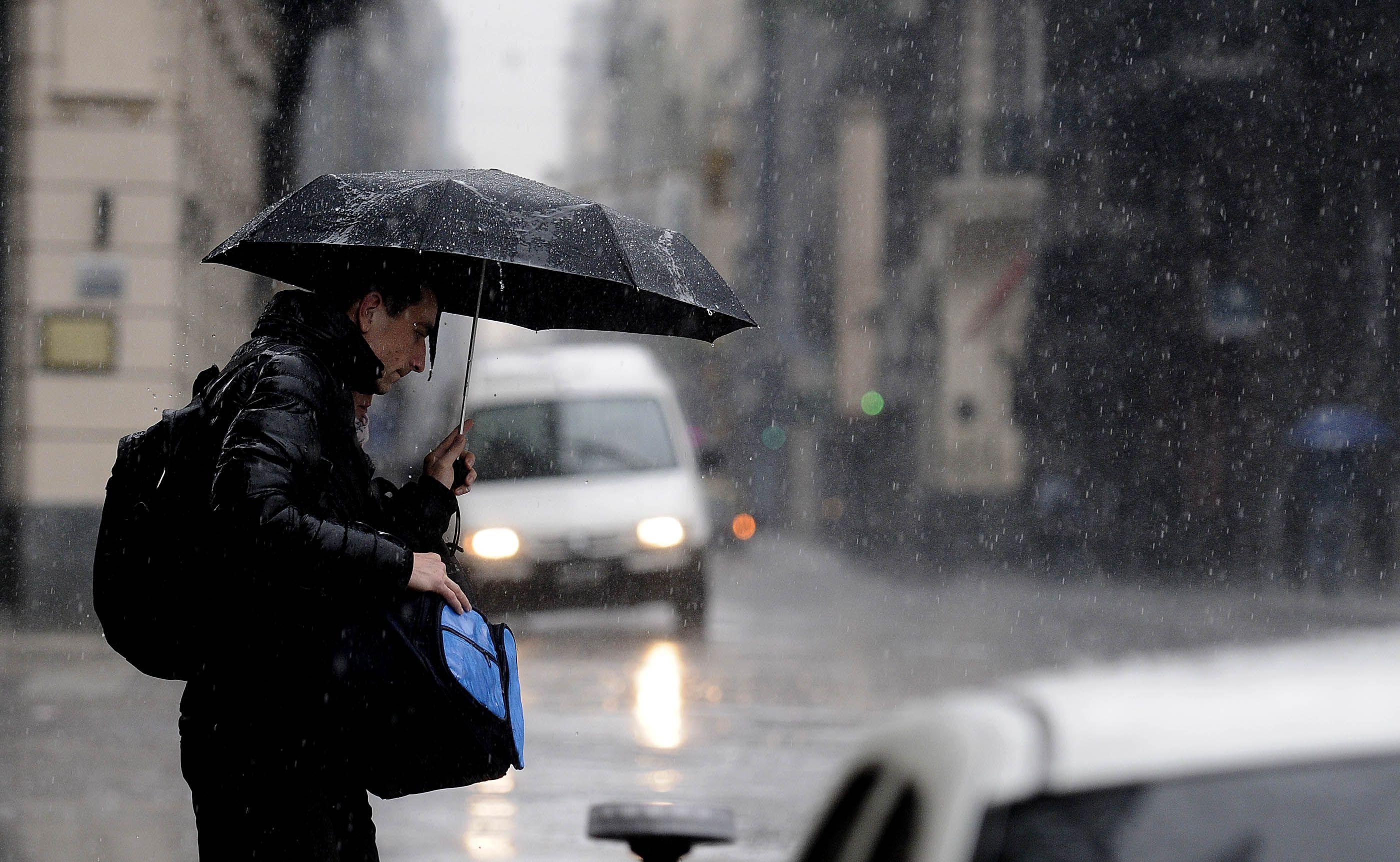 El Servicio Meteorológico Nacional emitió un alerta por fuertes tormentas en la Ciudad.