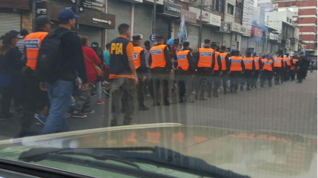 Tras los incidentes, la Ciudad realiza un operativo anti-manteros en Avellaneda