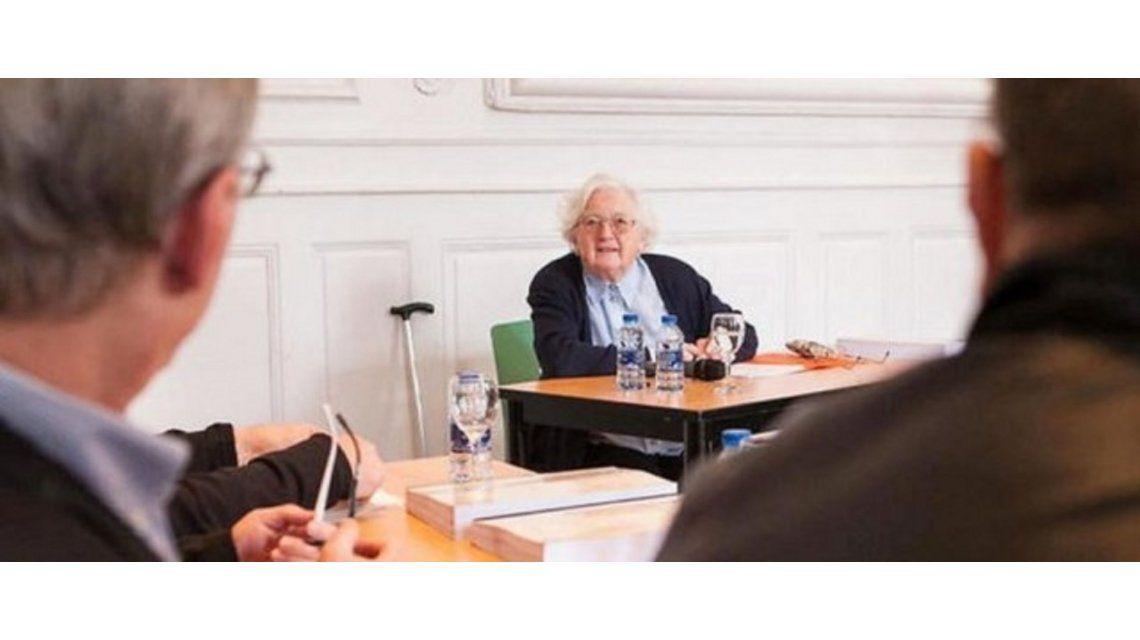 Al fin se recibió: tiene 91 años y pasó los últimos 30 haciendo la tesis