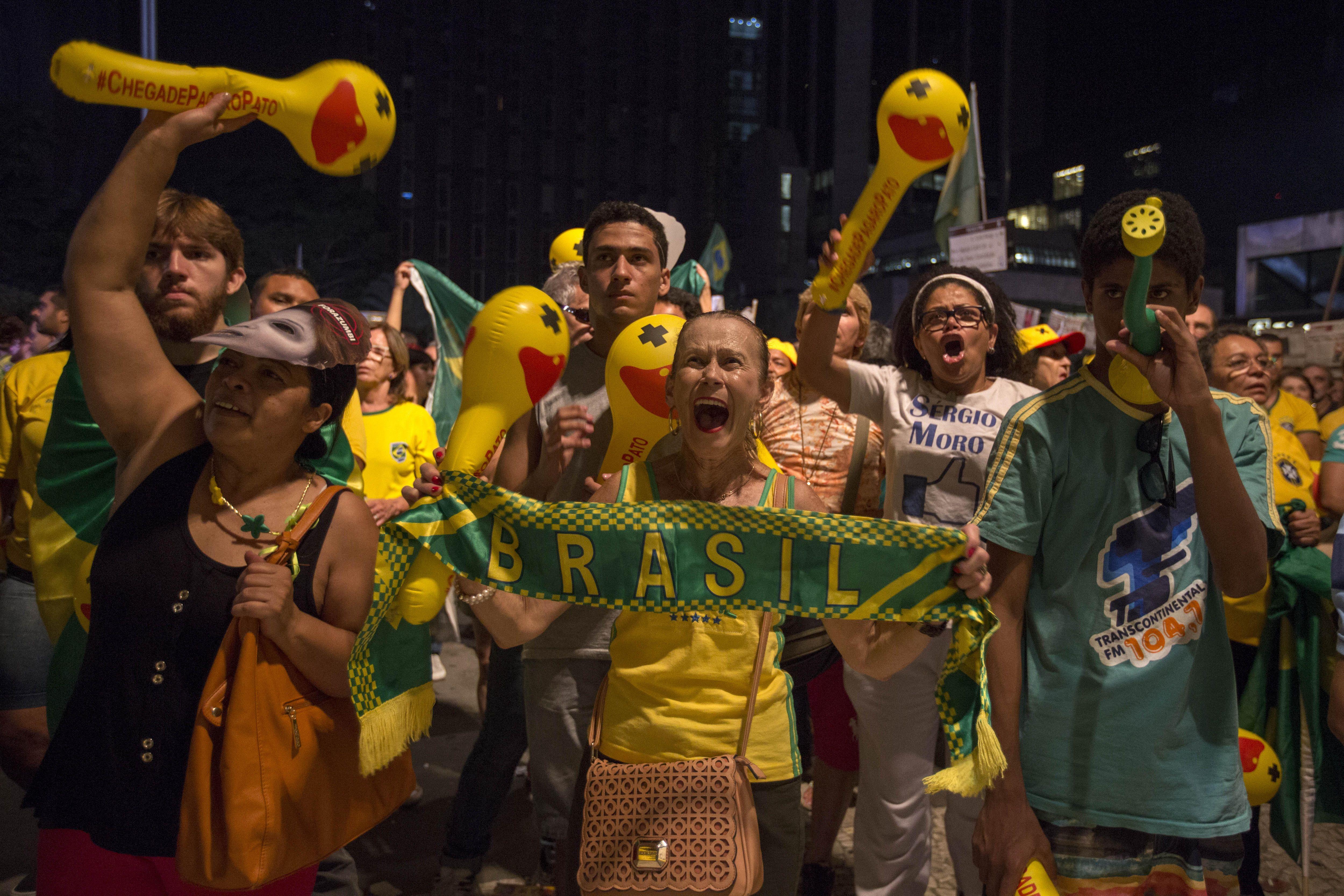 Un país dividido copó las calles de Brasil a favor y en contra de Dilma Rousseff
