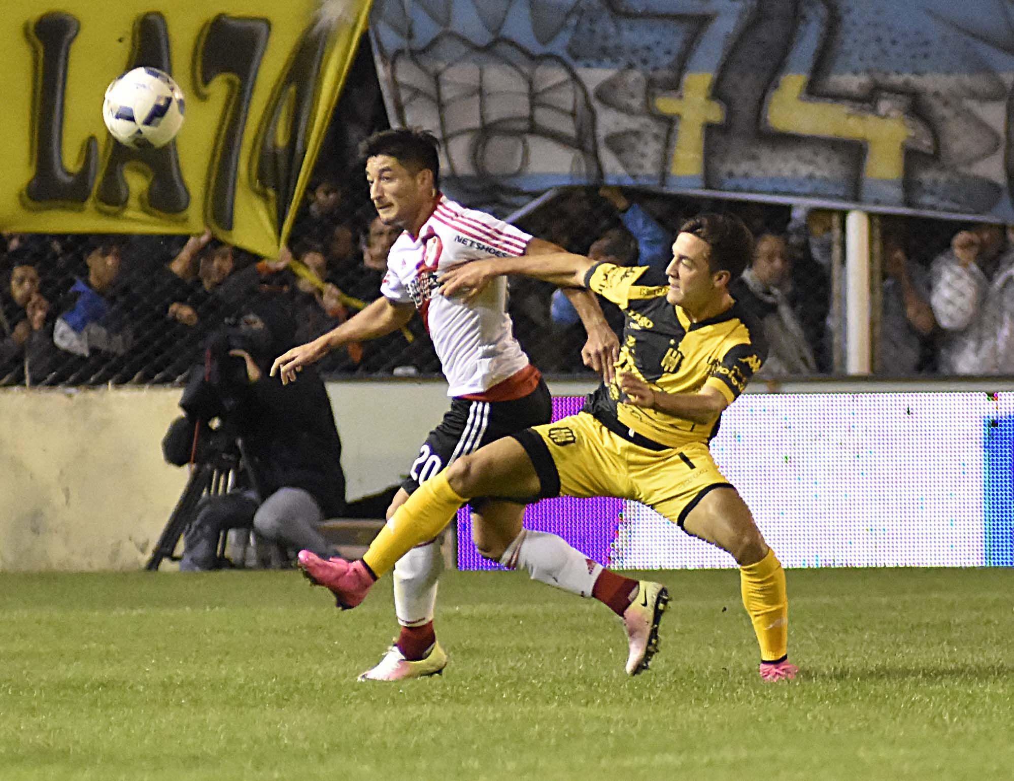 Con un gol de Pisculichi, River le ganó a Olimpo en Bahía