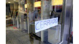 Bancarios dejan al público sin atención todo el día por un paro