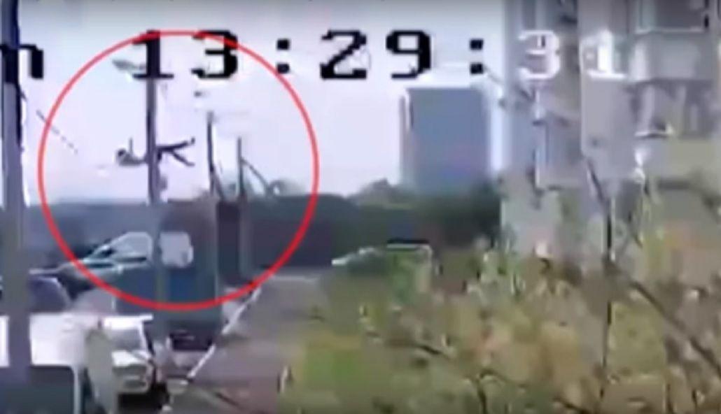 Increíble: un adolescente se quiso suicidar tirándose de un piso 14 y sobrevivió