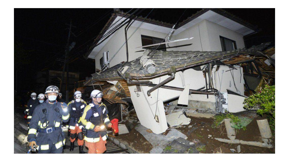 Dos muertos y docenas de heridos por un sismo de 6,5 grados en Japón