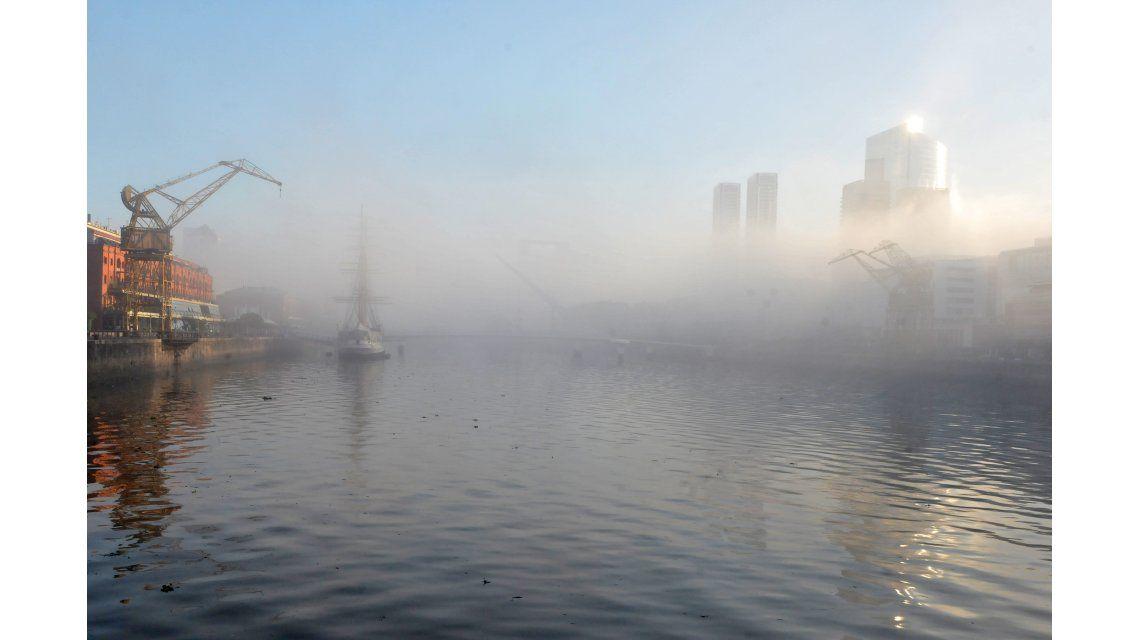 En 2 minutos, mirá cómo pasó la intensa niebla por la Ciudad