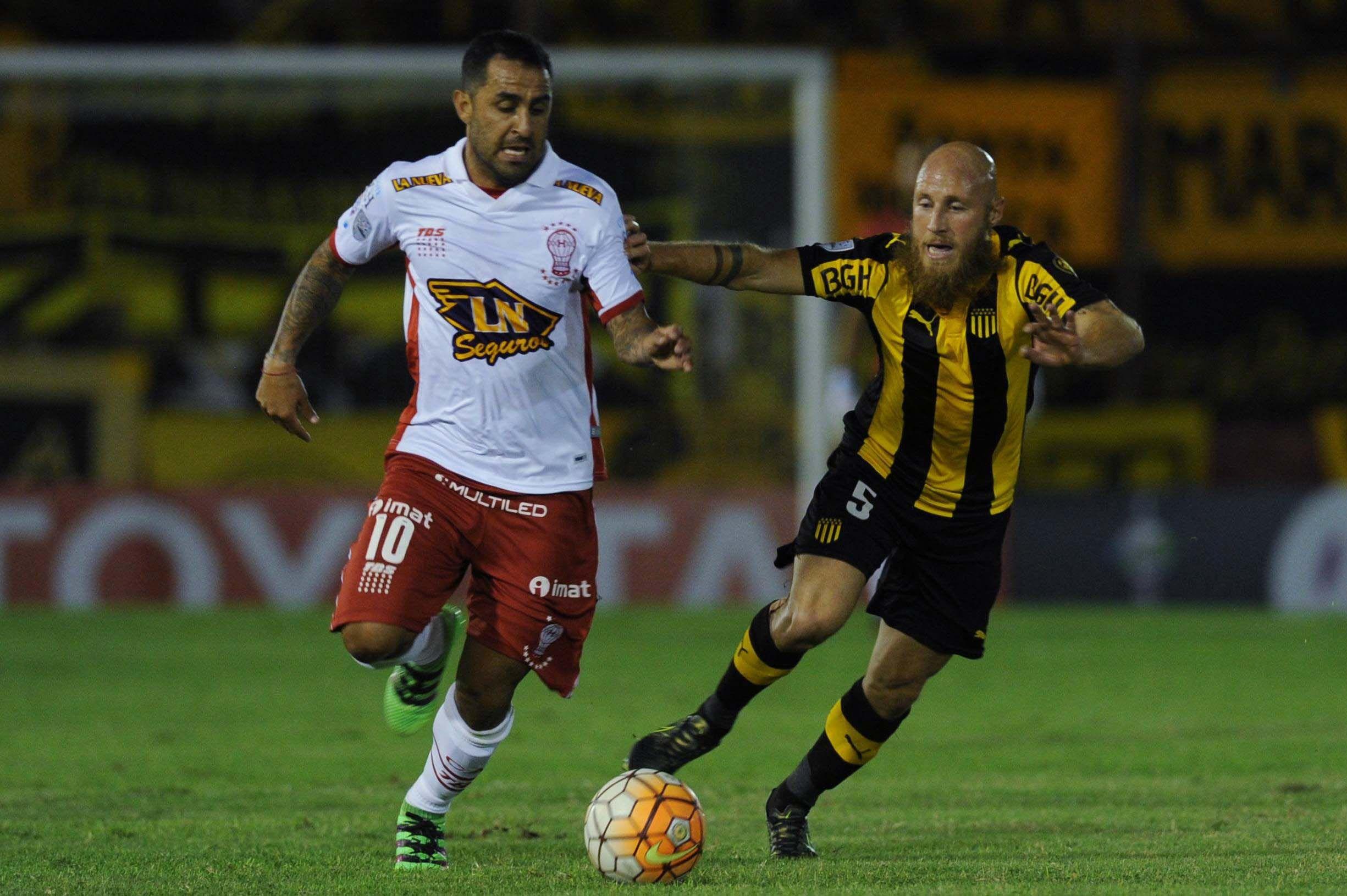 En un final electrizante, Huracán empató ante Peñarol en Parque Patricios
