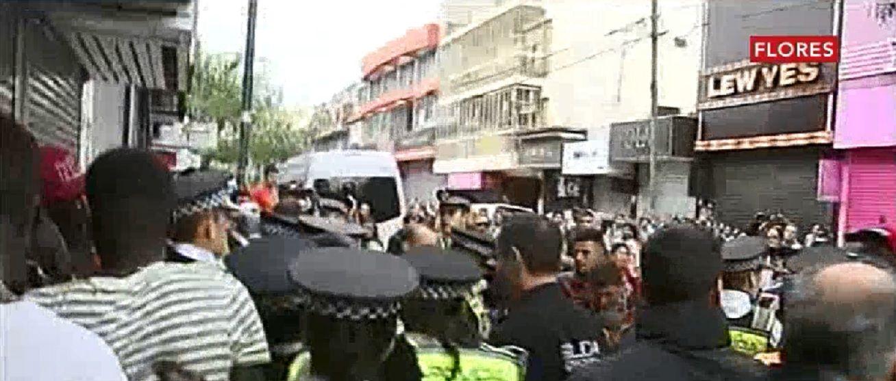 Otra vez los manteros: violentos incidentes con la Metropolitana en Flores