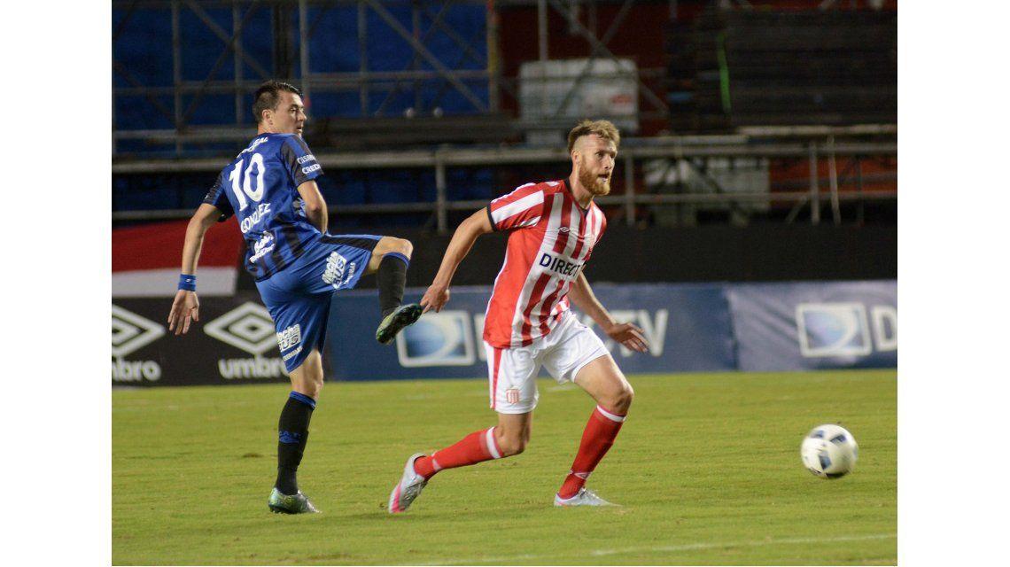 Estudiantes venció a Atlético Tucumán en un partido polémico