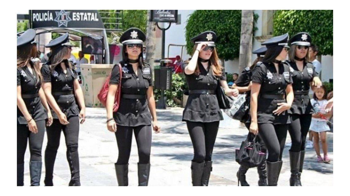Obligaron a mujeres policías mexicanas a posar sexies con sus uniformes